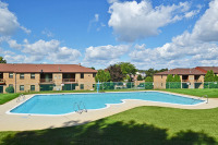 Furnished garden apartments in York with pool and gym